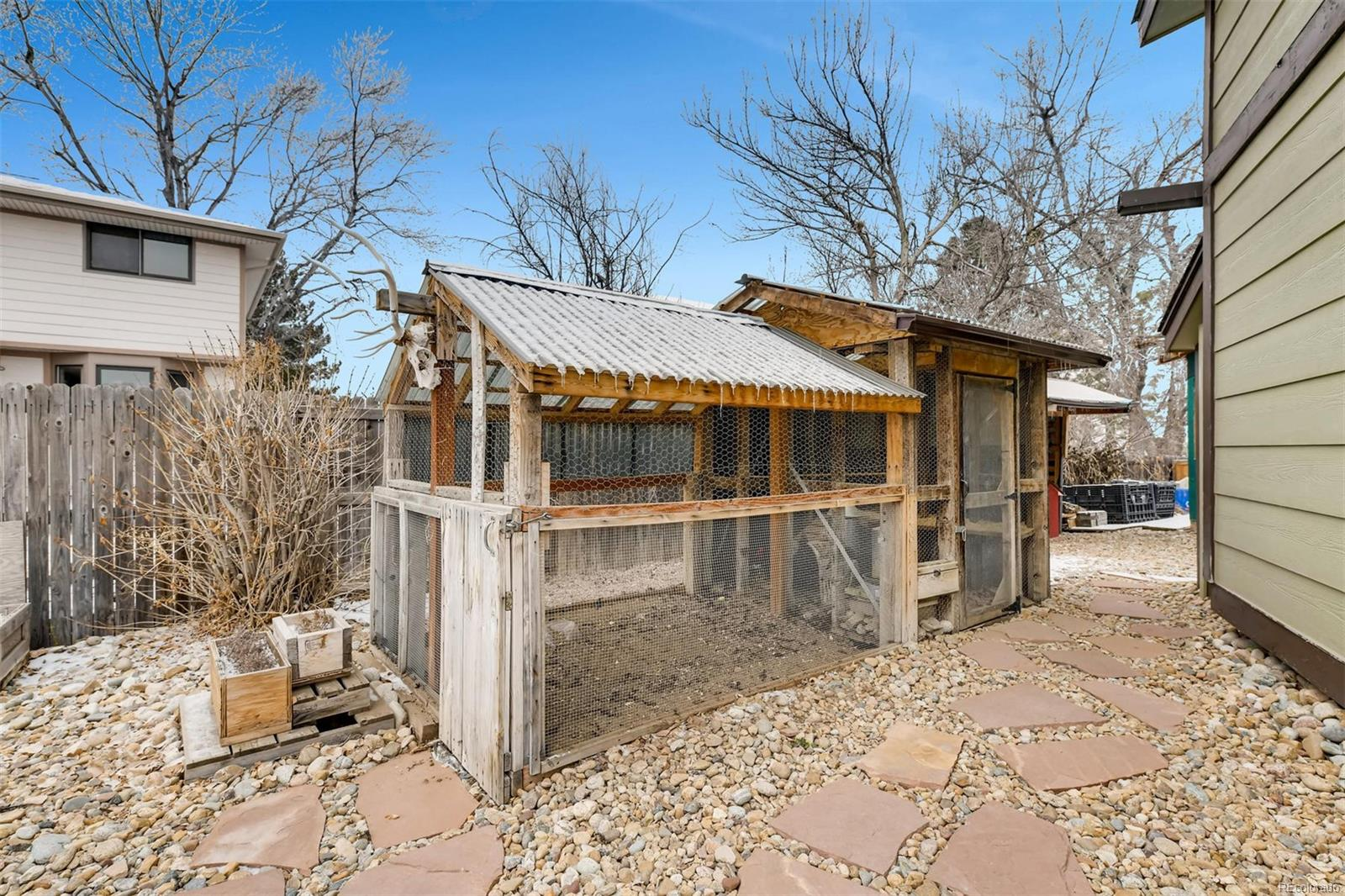 Like Fresh Eggs? Chicken Coop & Chickens Are Included!