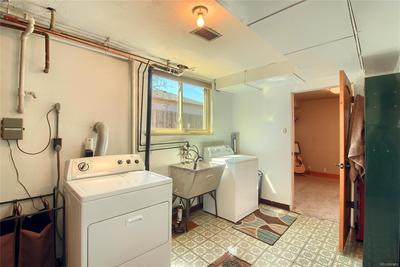 Garden Level Laundry - Clean!!! - Washer & Dryer Stay - Great Storage
