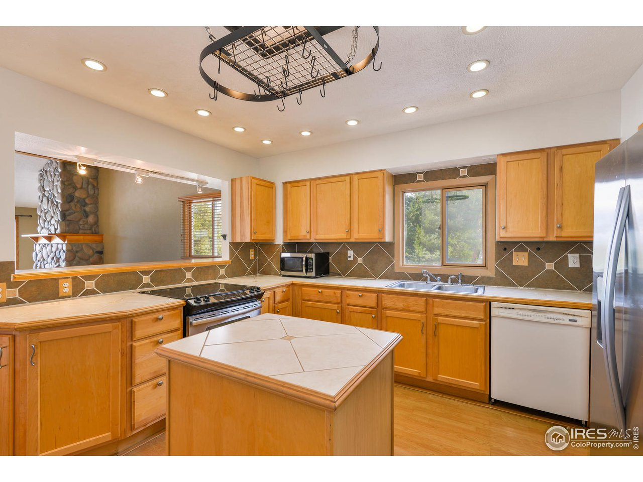 Kitchen with ample cabinets