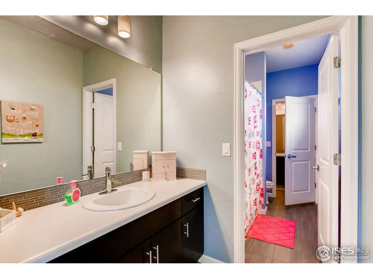 Jack and Jill bath between 3rd - 4th bedrooms