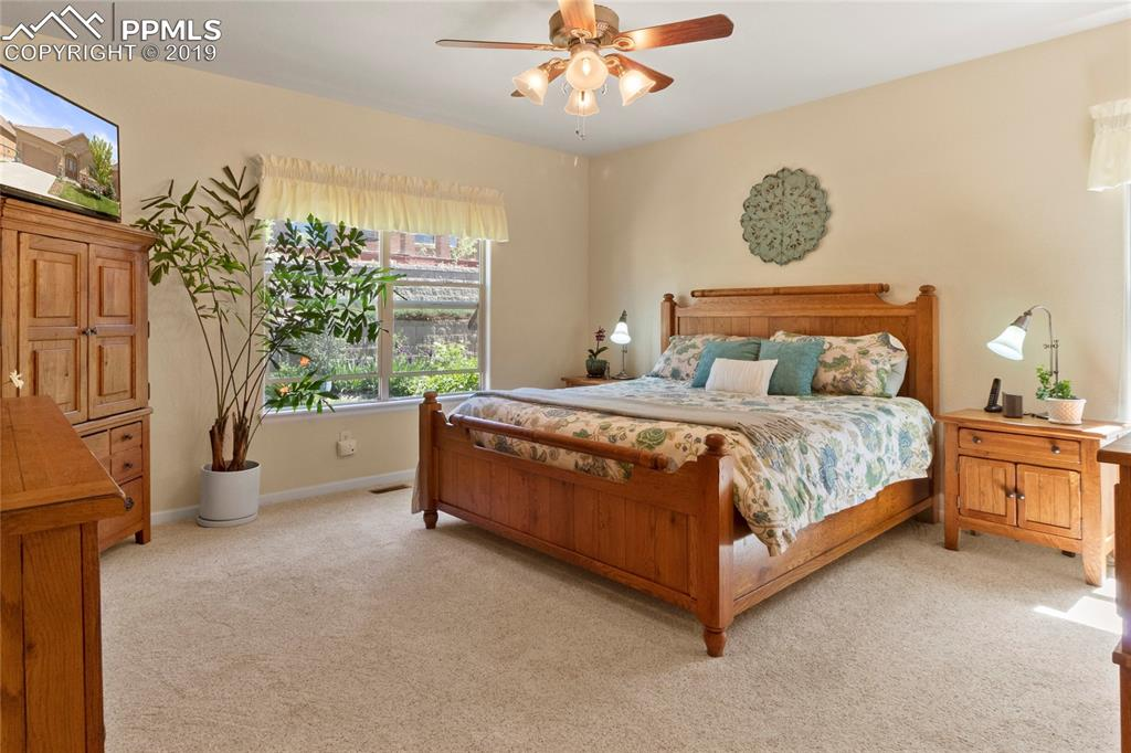 Spacious master bedroom with en suite 5-pc bath.