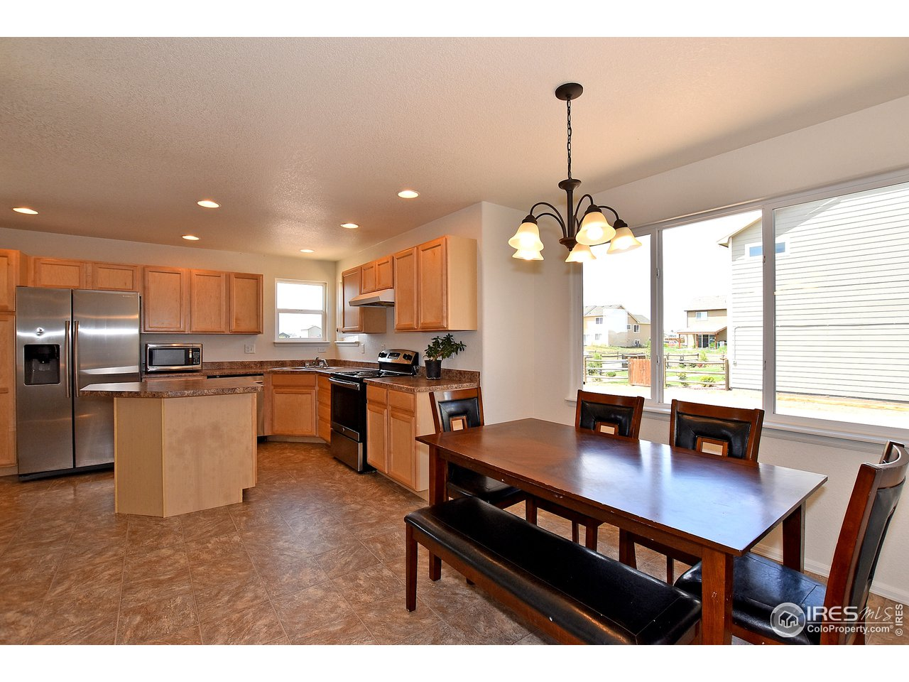 LARGE KITCHEN AND DINING AREA!