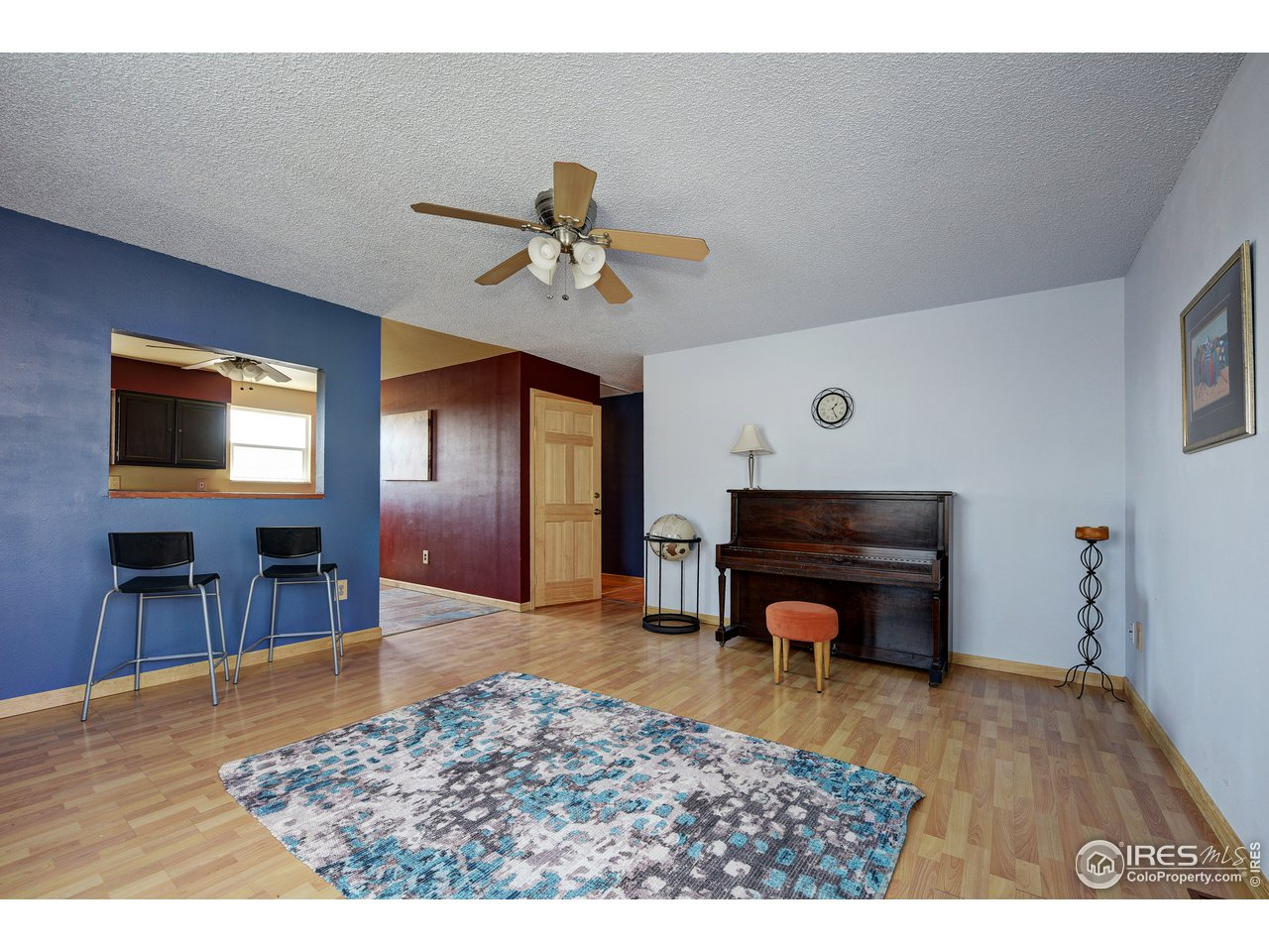 Cheerful family room off of kitchen