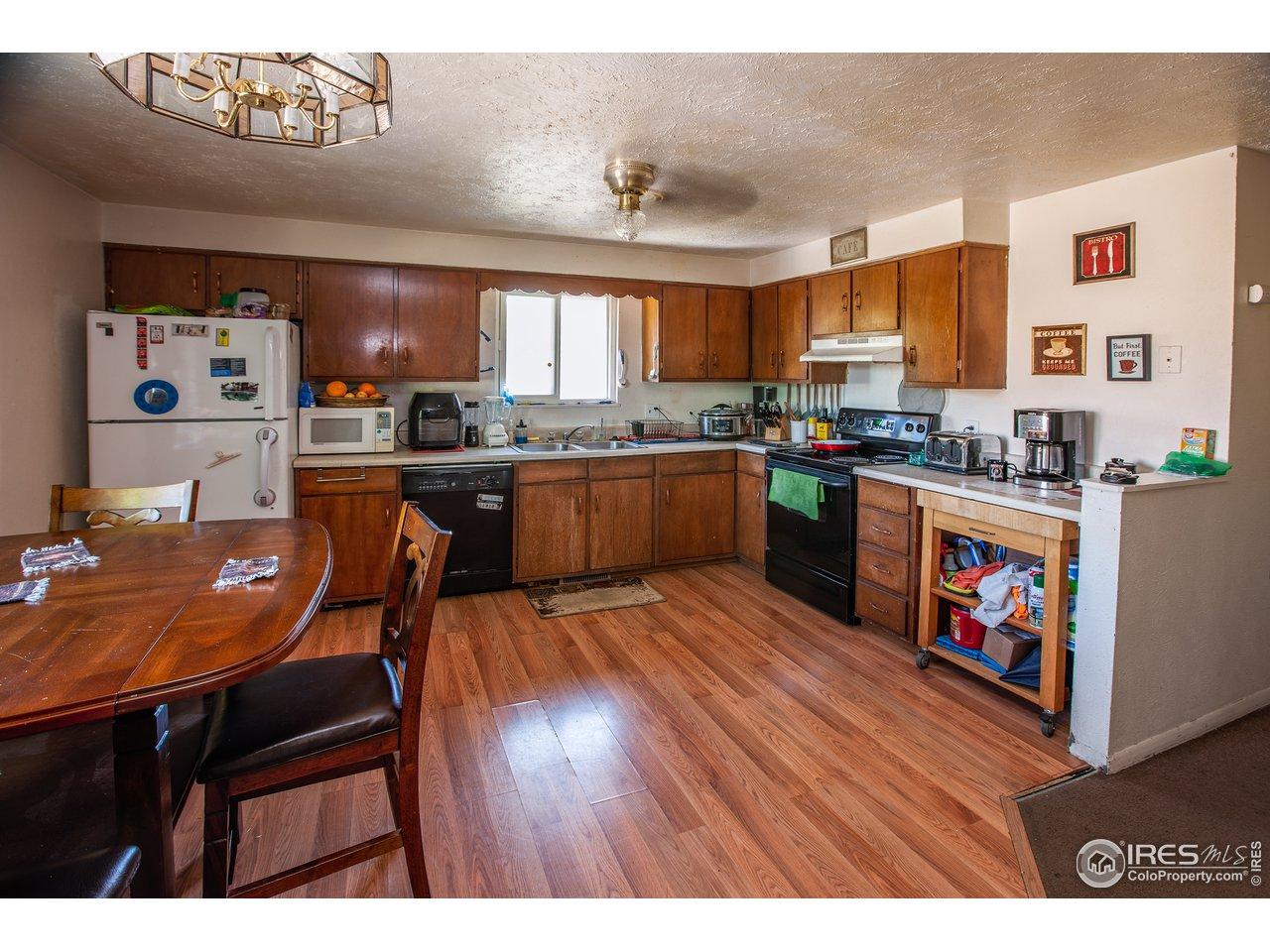 Large Side Kitchen