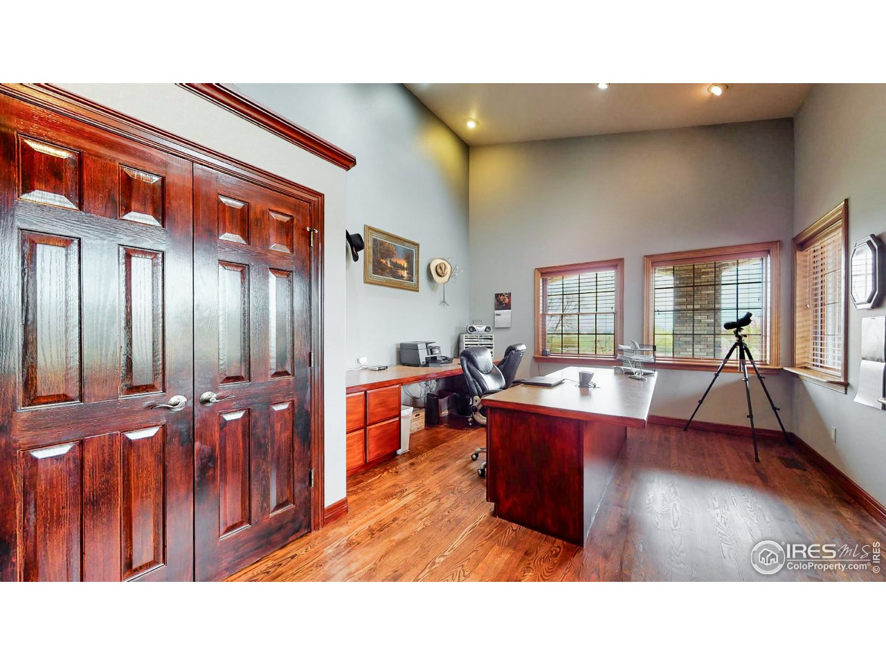 Large Office w/Built In Cabinetry