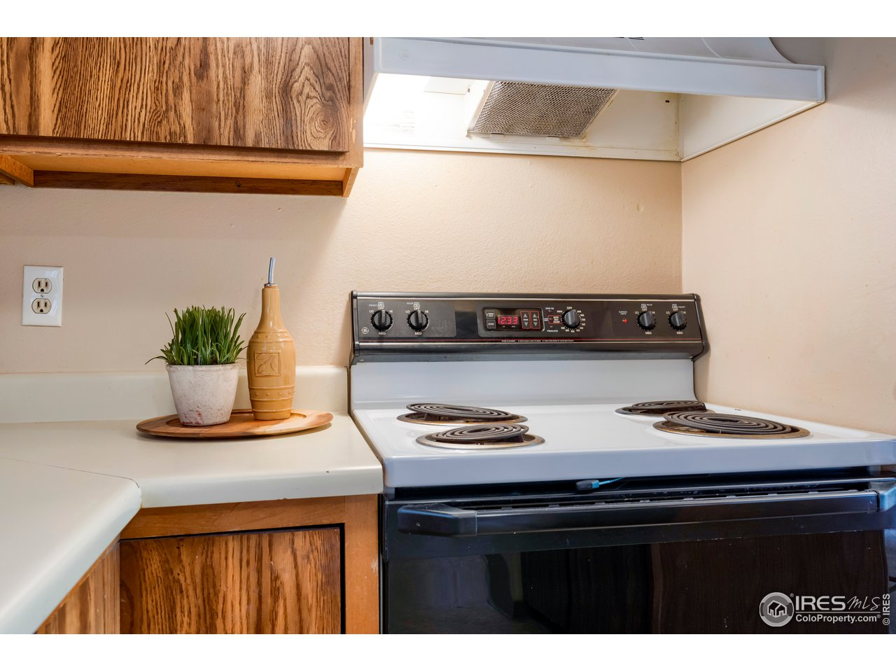 Plenty of work space in kitchen