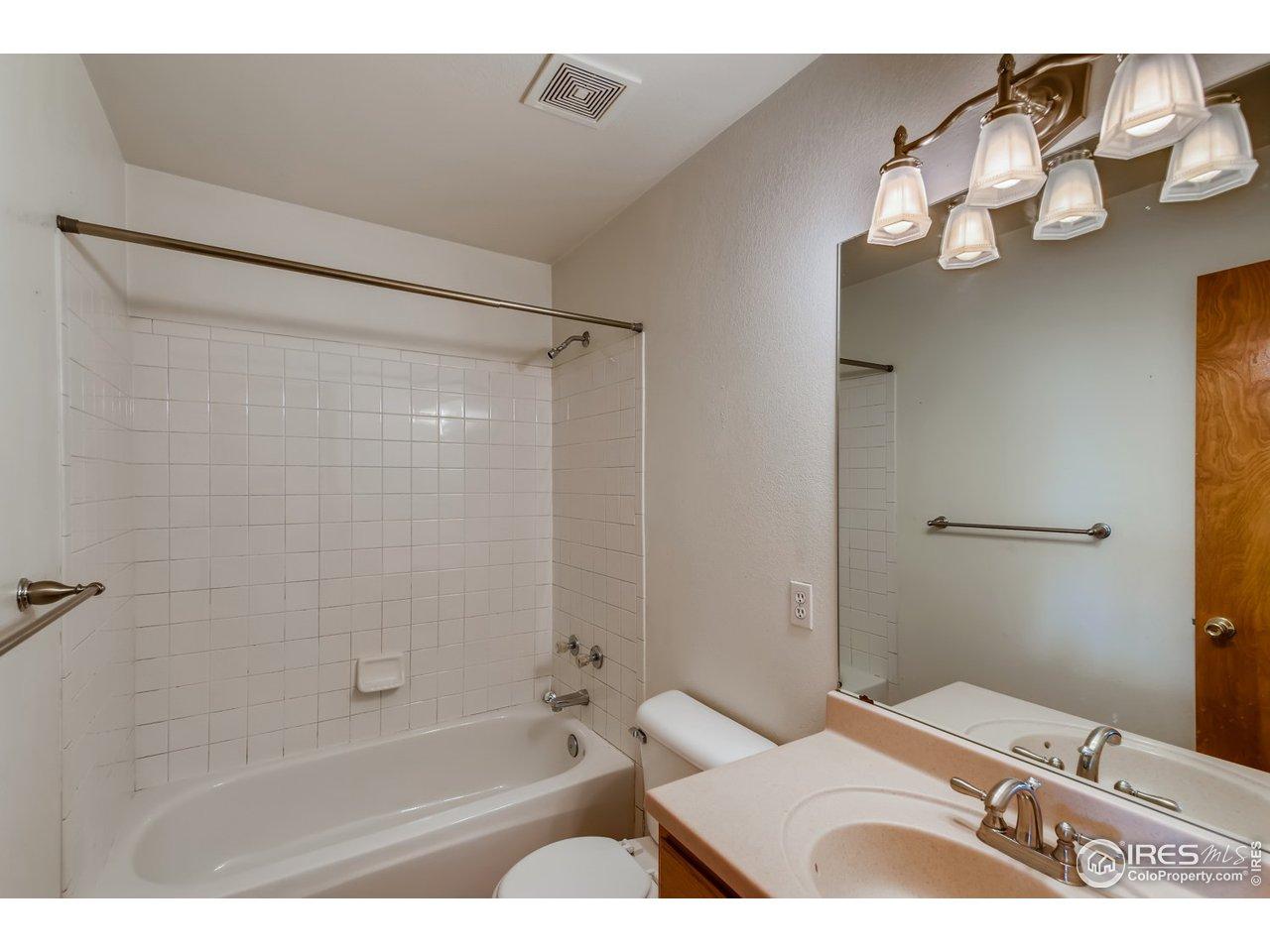 Upper level main bath