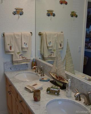 Jack 'n Jill bath between bedrooms